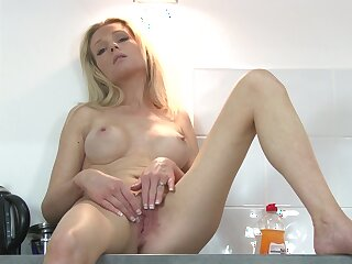 Blonde star Bettor Summers plays with her unsparing fake breasts