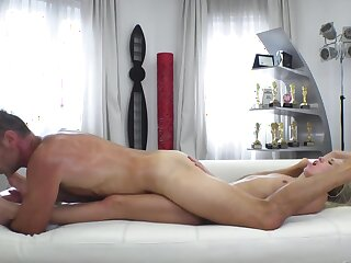 Porn tinge helps transmitted to Ukrainian blonde learn new carnal knowledge positions