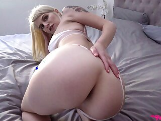 Petite blonde puts time again be proper of inches in will not hear of glorious holes